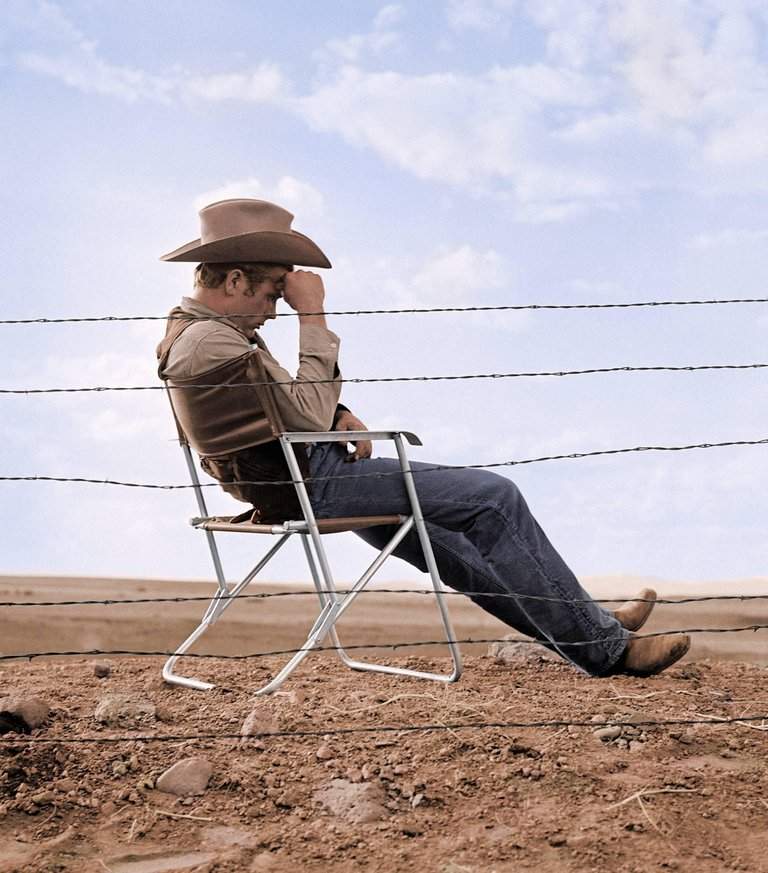 536084_James_Dean_Sitting_Behind_Fence_on_the_Set_of_Giant_Color_FW0317_James_Dean_Seated_Behind_Fence_Set_of_Giant_1955_master